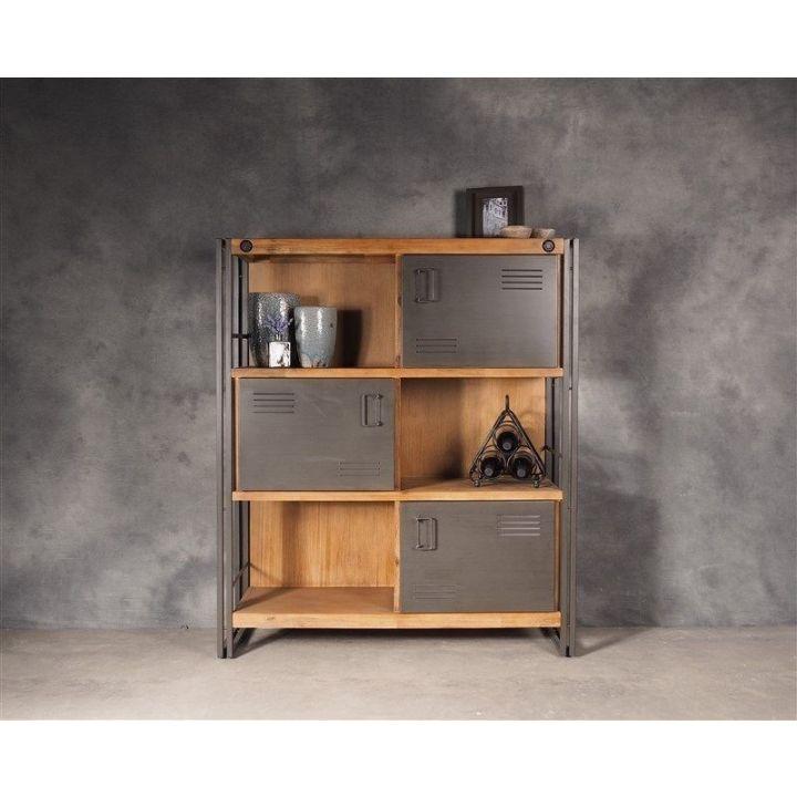 Kast industrieel. Deze bergkast is gemaakt van acaciahout is combinatie met ijzer. De kast heeft drie deurtjes en bevat drie open vakken.