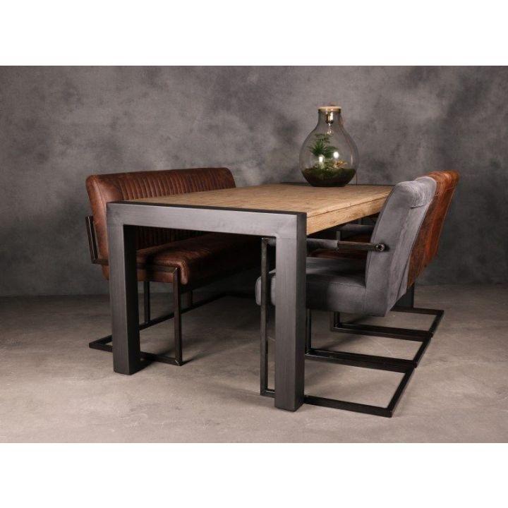 Eettafel acaciahout. Deze eettafel bestaat uit een metalen onderstel met een massief acaciahouten onderstel.