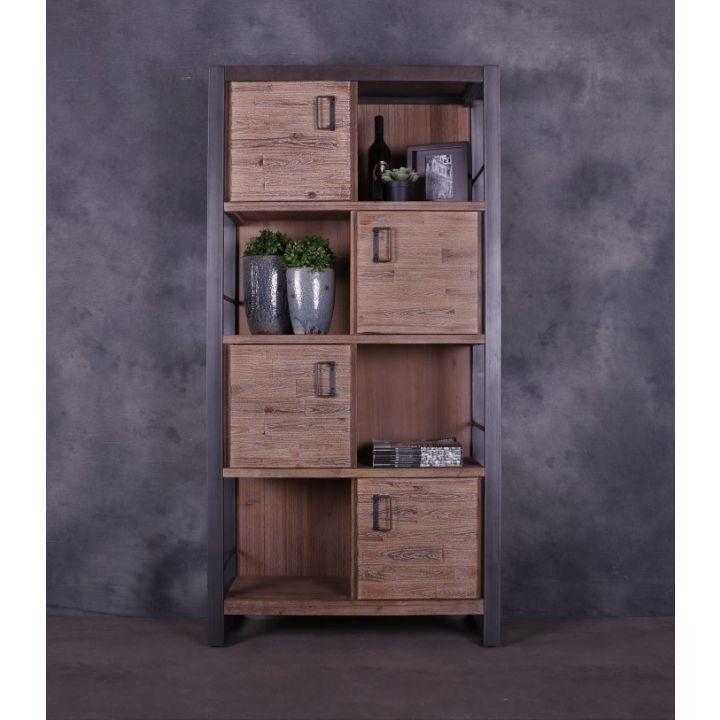 Industriële boekenkast met houten deuren