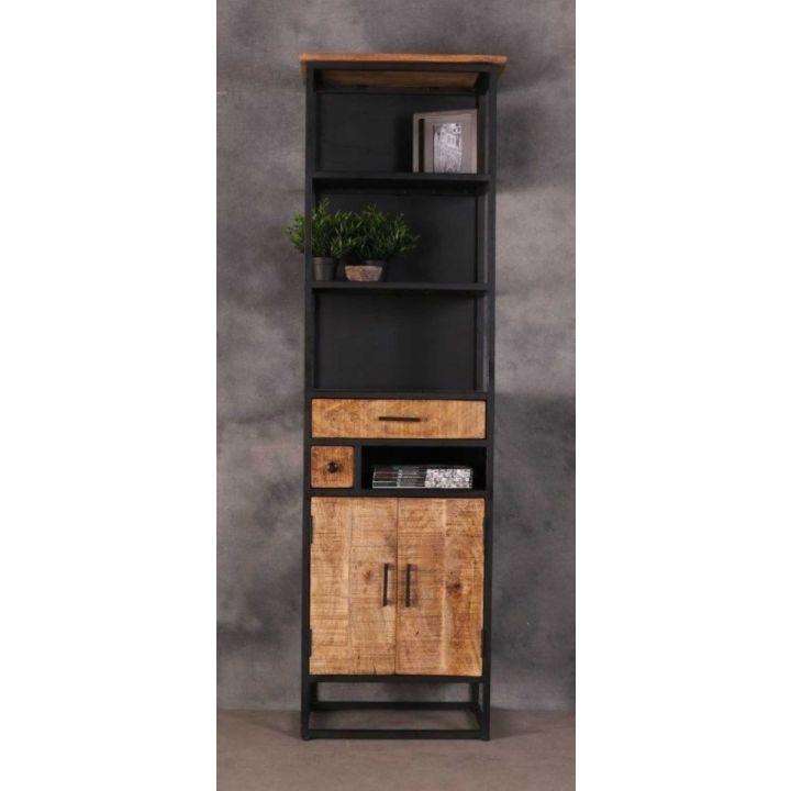 Industriële kast smal gecombineerd met zwart staal. Kast bevat twee deurtjes, twee lades, één klein open vak en drie grotere open vakken.