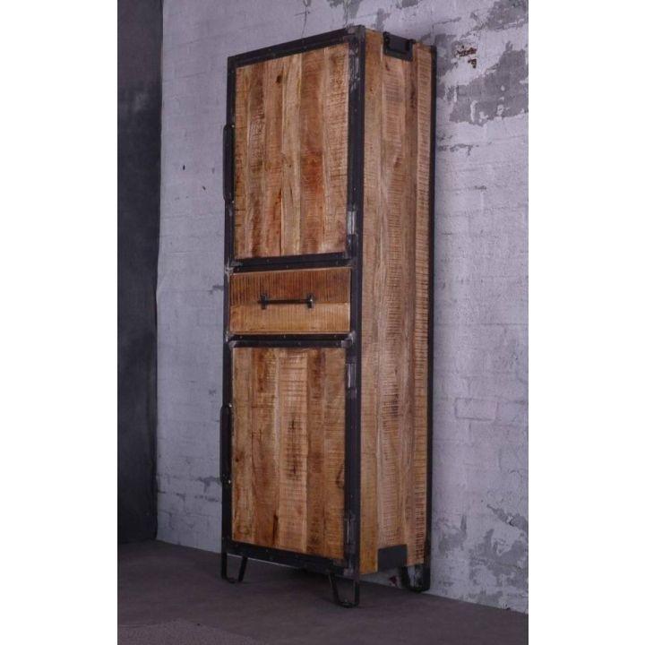 Kast mangohout industrieel. Deze kast is gemaakt van mangohout in combinatie met staal. De kast heeft twee deuren en één lade.
