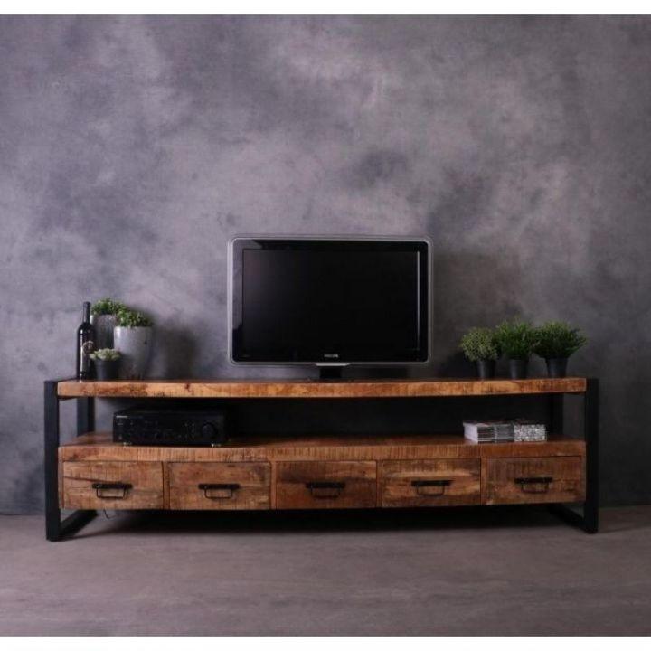 Mangohouten tv meubel. Dit tv meubel is 210 cm breed en bevat 5 lades en een breed open vak. Het mangohout is gecombineerd met zwart staal.