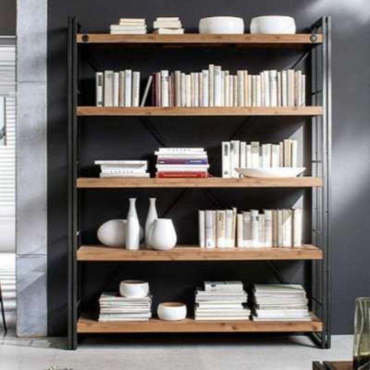 Open kasten industrieel. Sfeerfoto: boekenkast industrieel acaciahout met grijs staal